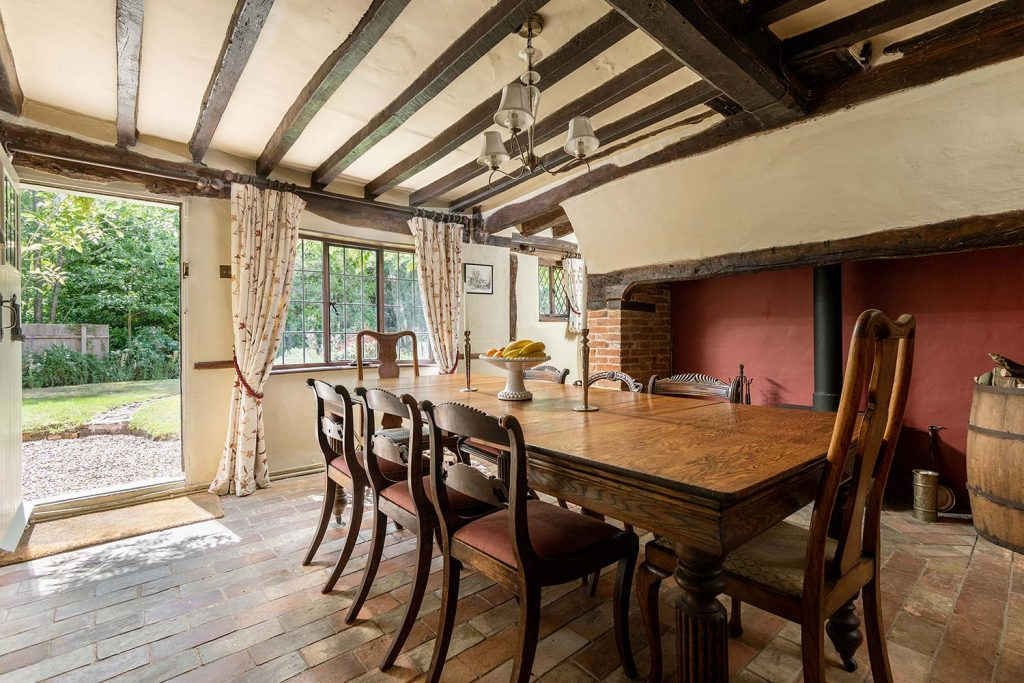 Holiday cottage with large dining table in Suffolk | Cressland